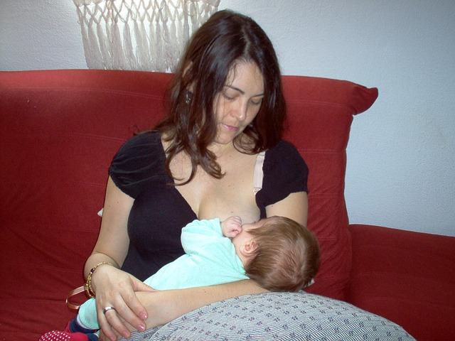 הנקה והאכלת תינוק