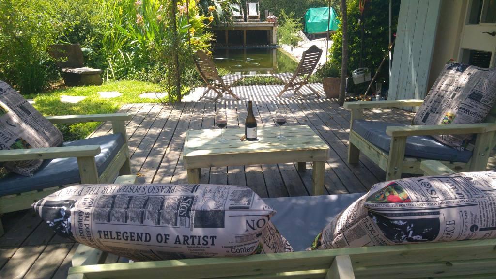 נדנדה מעוצבת לגינה מעץ מלא: