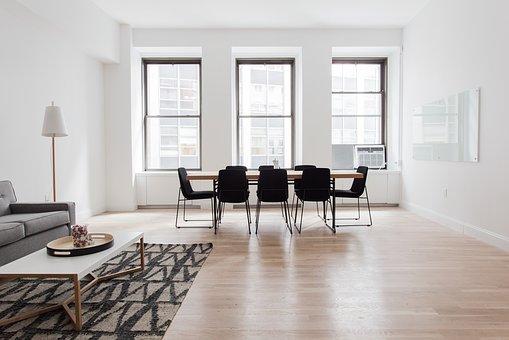 איך בוחרים שולחן משרדי?