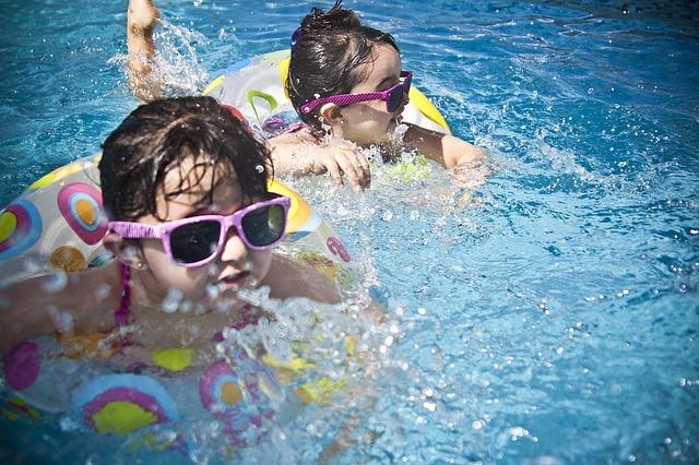 אביזרים לשמירה על בטיחות בסביבת הבריכה