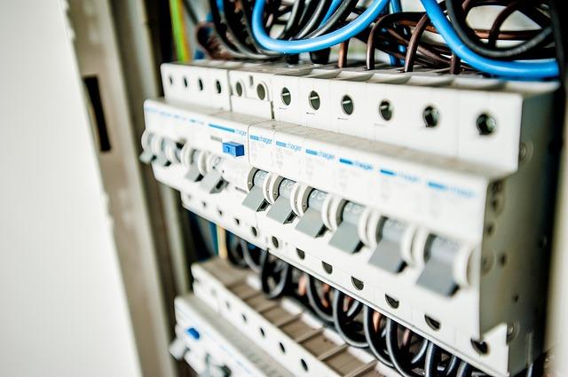 פתרונות פיקוד לחשמל