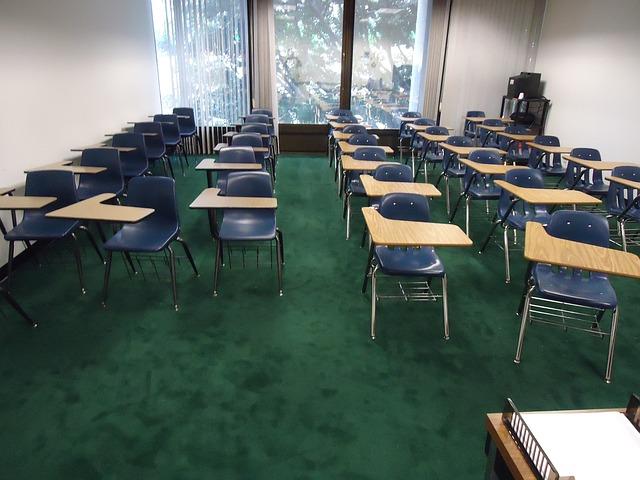 כסאות לסטודנטים