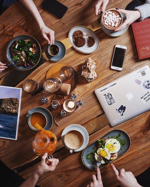 כיבוד לדיונים וגם לצד הקפה